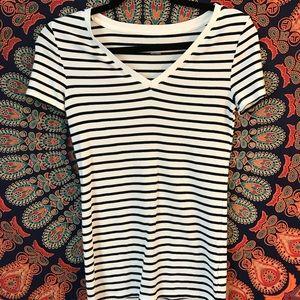 merona black and white striped v-neck